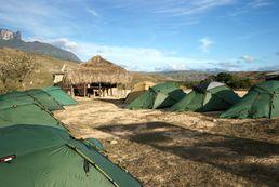 Im Zeltlager am Fusse des Roraima Tafelberges.