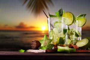 Cocktail bei einem einzigartigen Sonnenuntergang