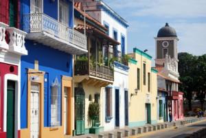 bunte Häuserwand in Puerto Cabello