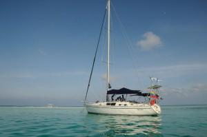segelboot im korallenarchipel los roques