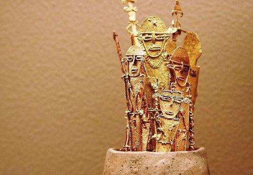 Goldfiguren im Goldmuseum in der Hauptstadt Kolumbien