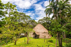 Maloca im Amazonas